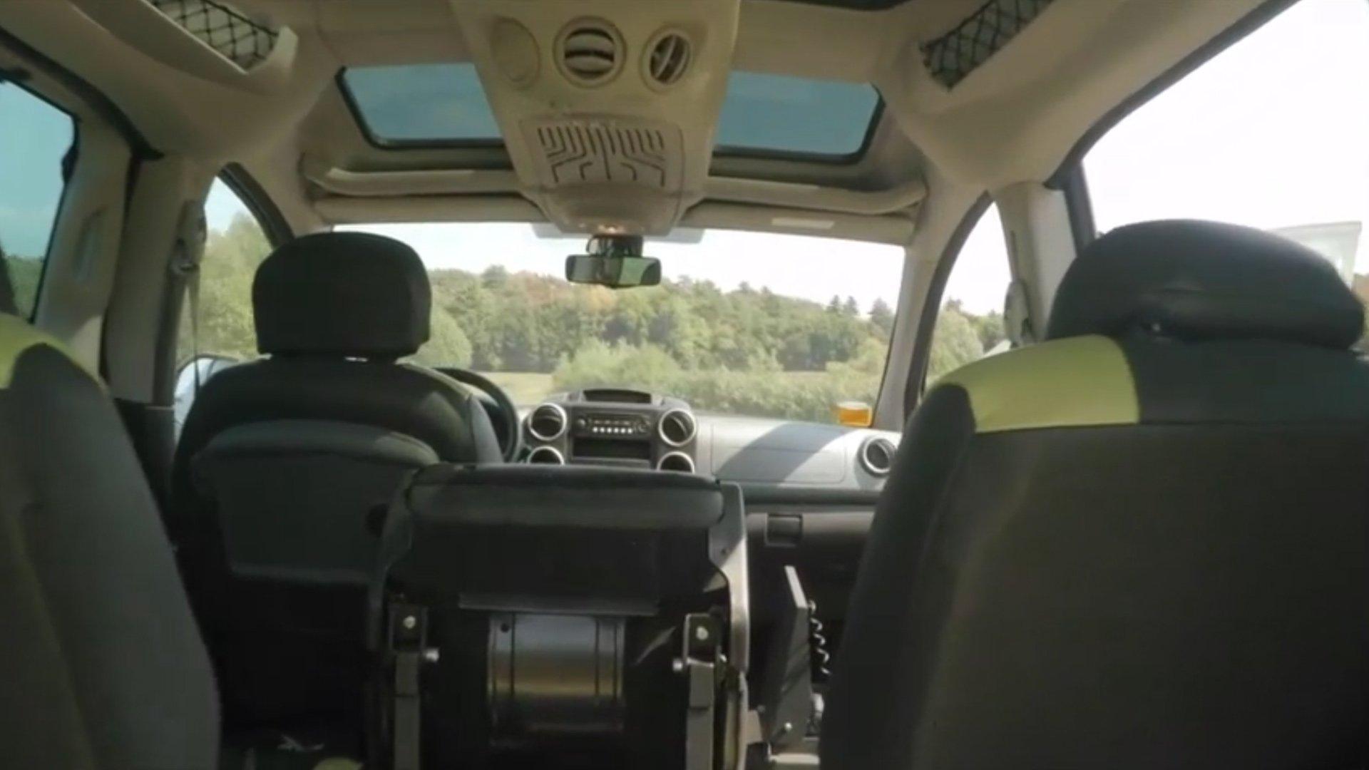 interno veicolo speciale per disabili